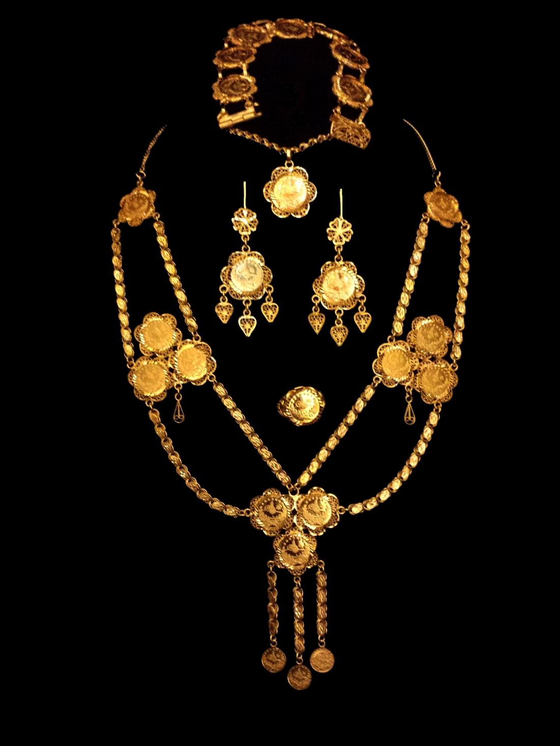 21k gold necklace set (339) – Alquds Jewelry